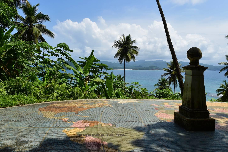 Waar de evenaar en de meridiaan elkaar kruisen In een klein bootje naar Ilhué das Rolas Kriski Plus