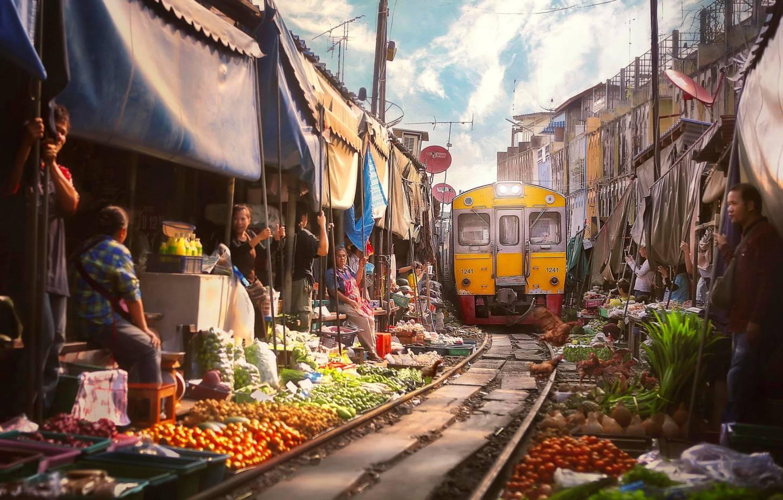Van de drijvende markt naar de treinmarkt De unieke markten van Amphawa en Mae Klong  Kriski Plus