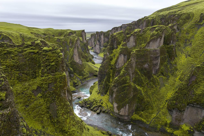 De groene tongbreker canyon Ontspannen hiken langs Fjadrargljufur Kriski Plus