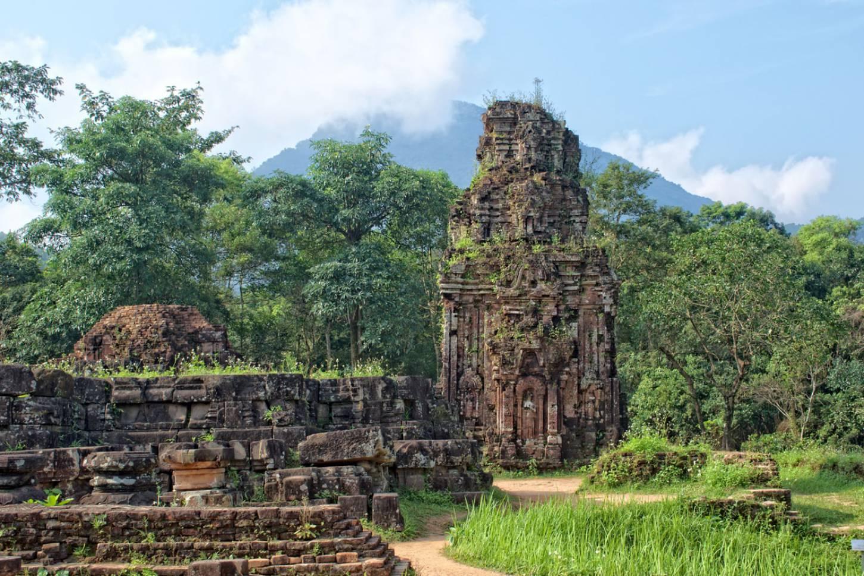Dwaal door eeuwenoude ruïnes Ontdek de Champatempels van My Son Kriski Plus