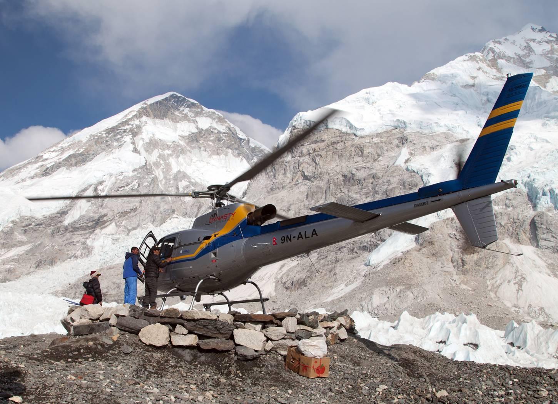 Natuurlijke schoonheid Vlieg rond de Mount Everest Kriski Plus