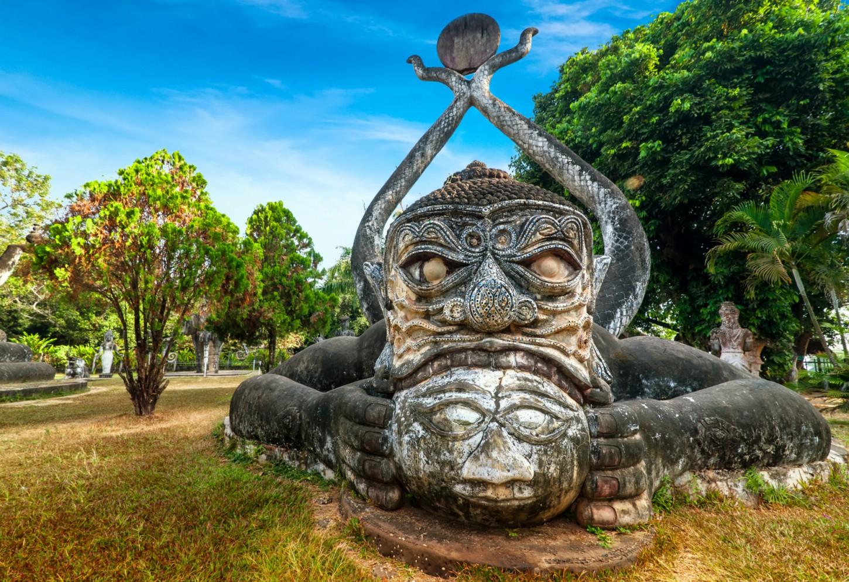 Boeddhabeelden tellen bij Vientiane Kriski Plus