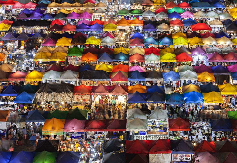 Heerlijk verdwalen op de moeder van alle markten De eindeloze kraampjes van Chatuchak  Kriski Plus