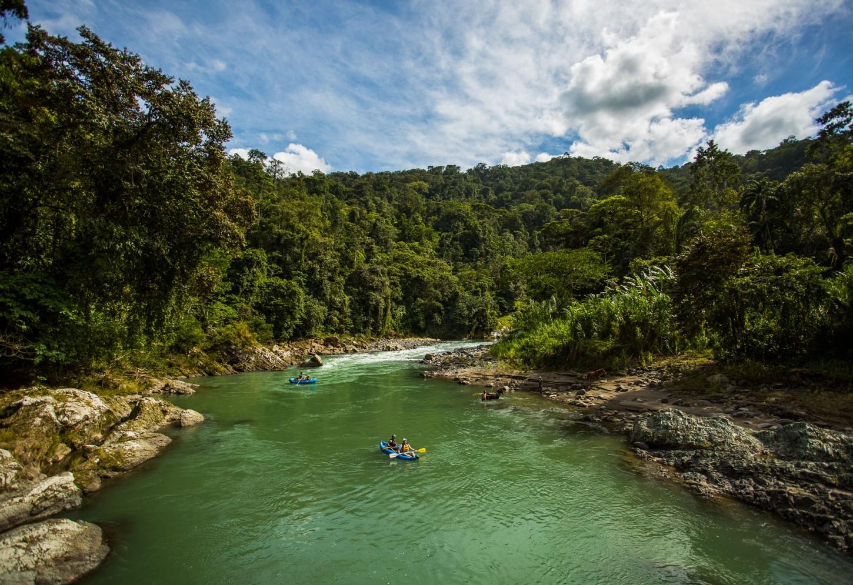 Bedwing de stroomversnellingen van de Rio Pacuare Kriski Plus