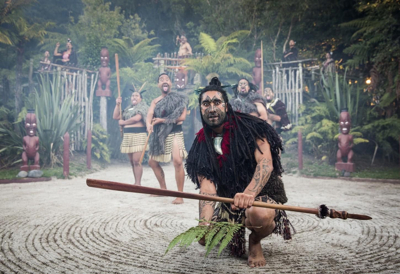 Haka en Hangi bij de Maori Kriski