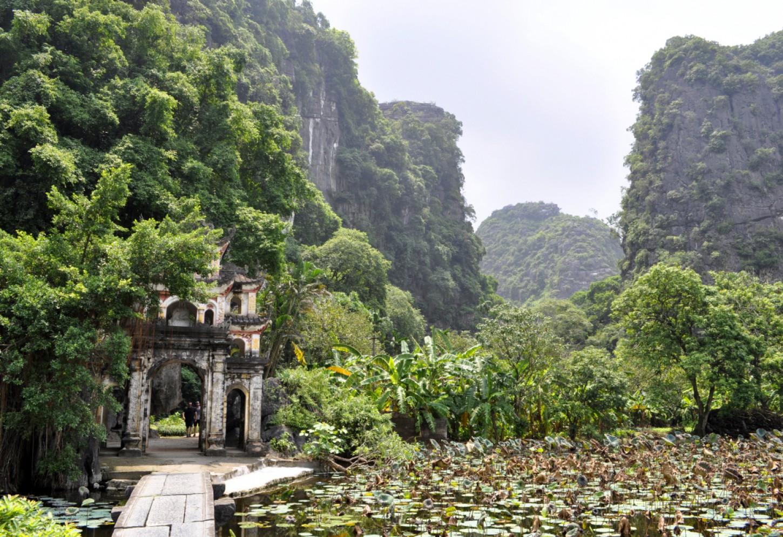 Het indrukwekkende karstgebergte van Ninh Binh Kriski