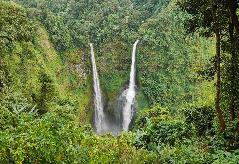 De watervallen van het Bolaven Plateau Kriski Plus