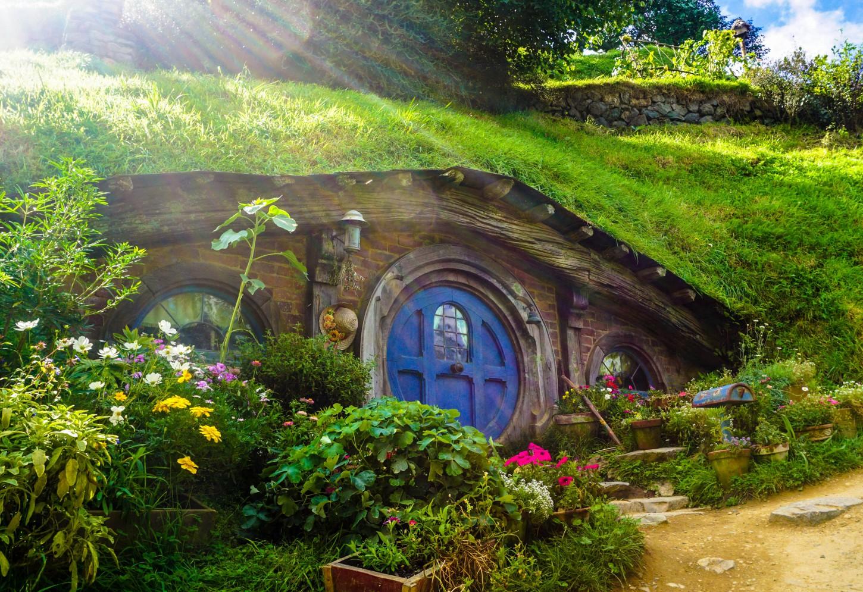 Op bezoek bij de Hobbits van Middle Earth Ontdek de legendarische filmset in groene heuvels bij Matamata Kriski