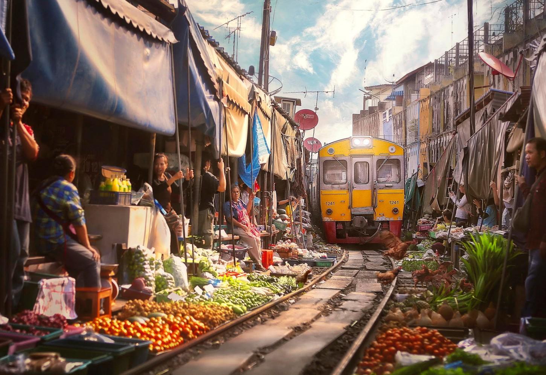 Van de drijvende markt naar de treinmarkt Kriski
