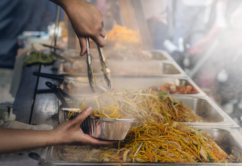 Exotische delicatessen en koloniale architectuur Streetfood in Phnom Penh  Kriski Plus
