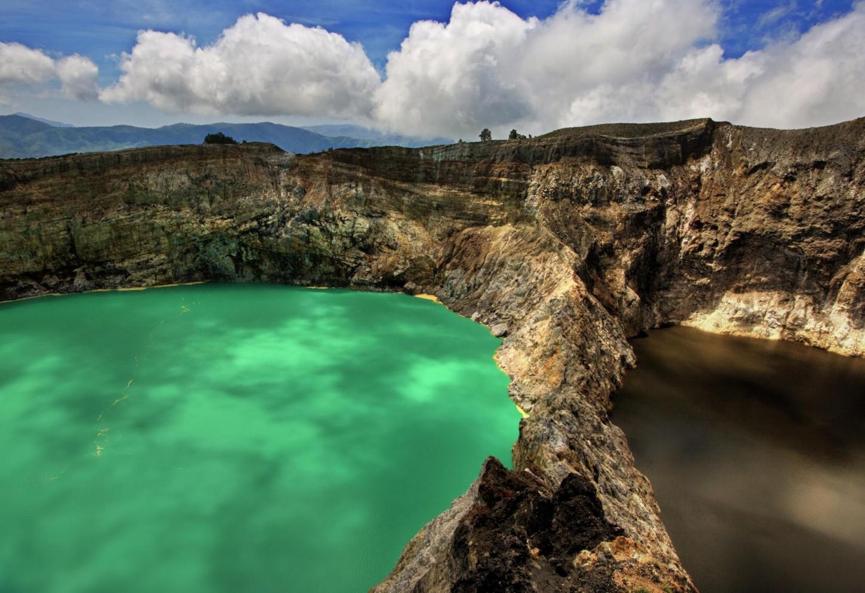 De verkleurende kratermeren van Kelimutu Kriski Plus