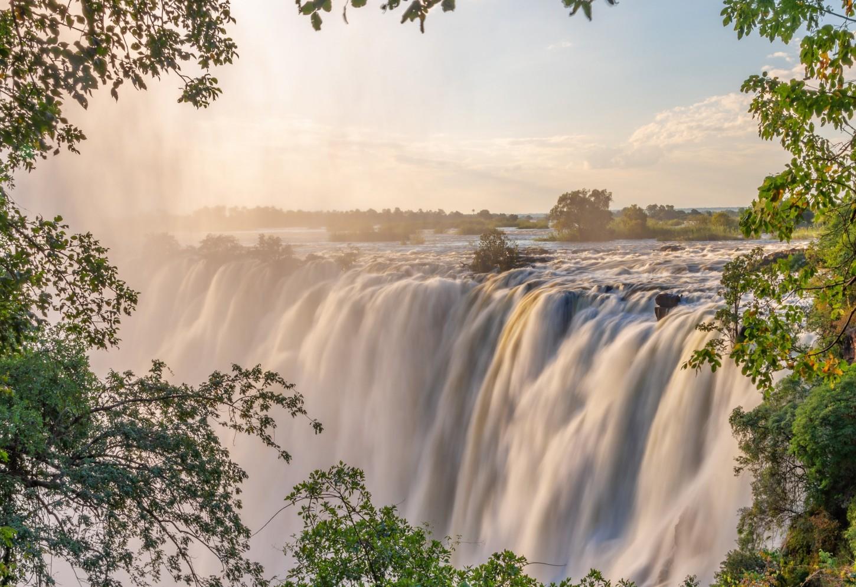 Het indrukwekkende watergordijn van Victoria Falls Kriski Plus