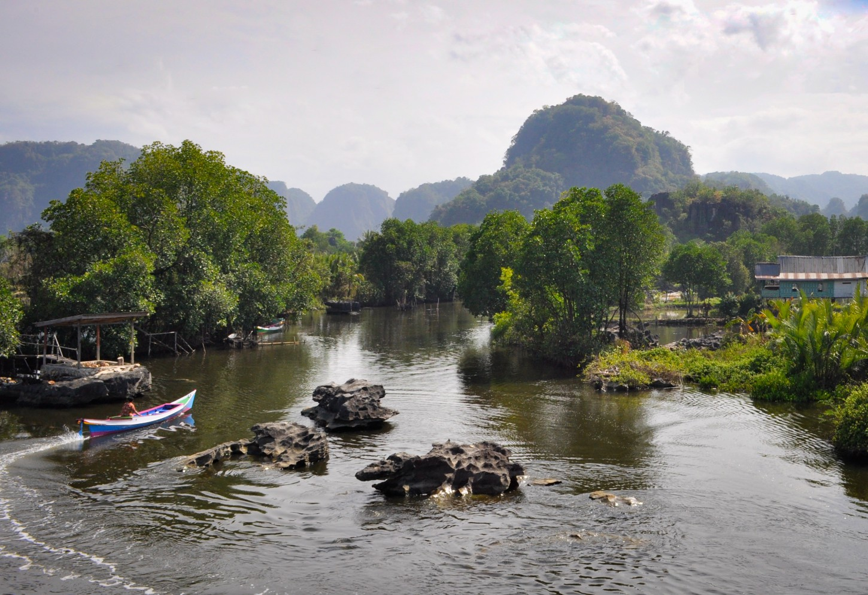 De rotsformaties van Rammang-Rammang  Kriski Plus