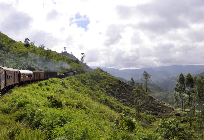 Met de antieke trein naar Ella Een authentieke rit door de hooglanden en Tea Country Kriski Plus