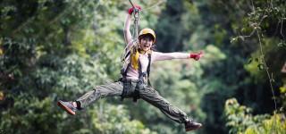 Vlieg door de jungle in Laos Met de zipline van berg tot berg Kriski