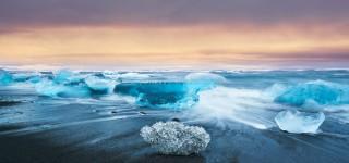 Diamanten ijsschotsen op een pikzwart strand Het indrukwekkende gletsjermeer van Jökulsarlon Kriski Plus